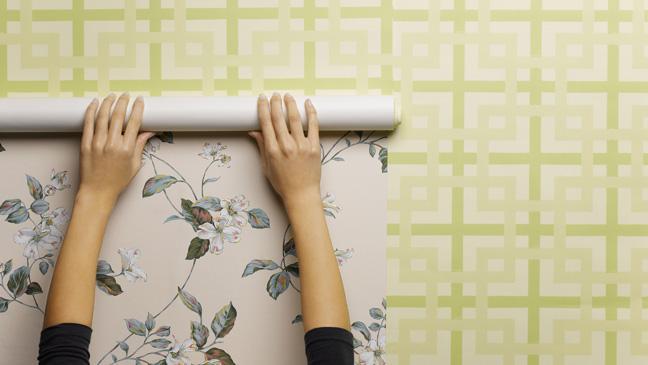 Cách thi công dán giấy dán tường tại nhà đơn giản